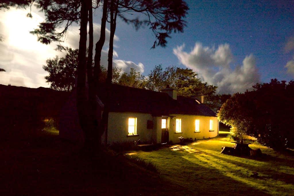 Traditional radiant Irish cottage - County Donegal - ที่พักพร้อมอาหารเช้า