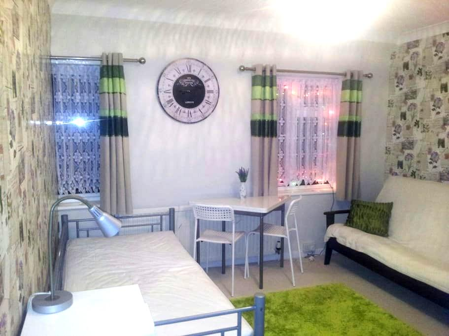 Room for one,  2 or 3 people  - Southampton - Dom