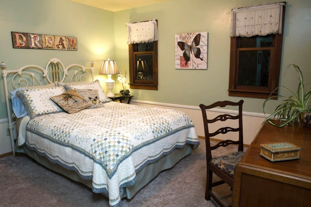 Country Inn B&B - Quiet Queen-size Room - Fort Bragg - Bed & Breakfast