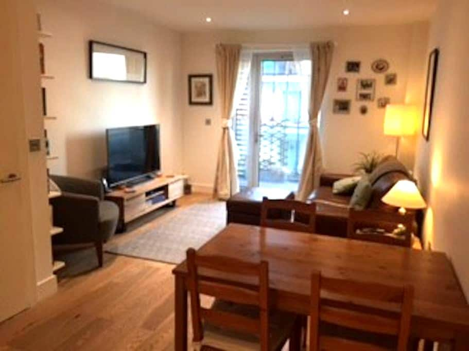 Bright, modern flat in Woolwich with great views - London - Apartemen