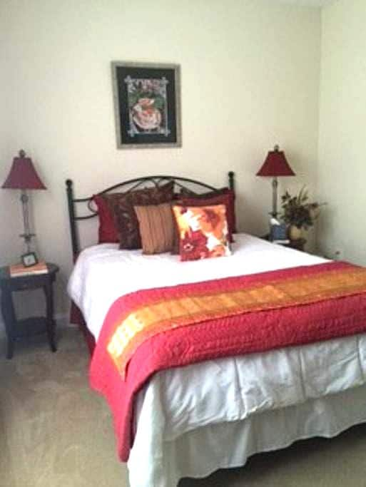 Guest Room and private bathroom - Cornelius