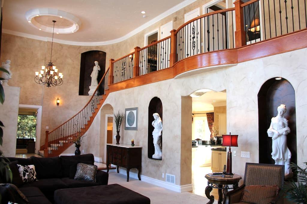 Paris Louvre Resort 7,844SF. 5BR 6BA 6FP Sleeps 14 - Colorado Springs - Maison
