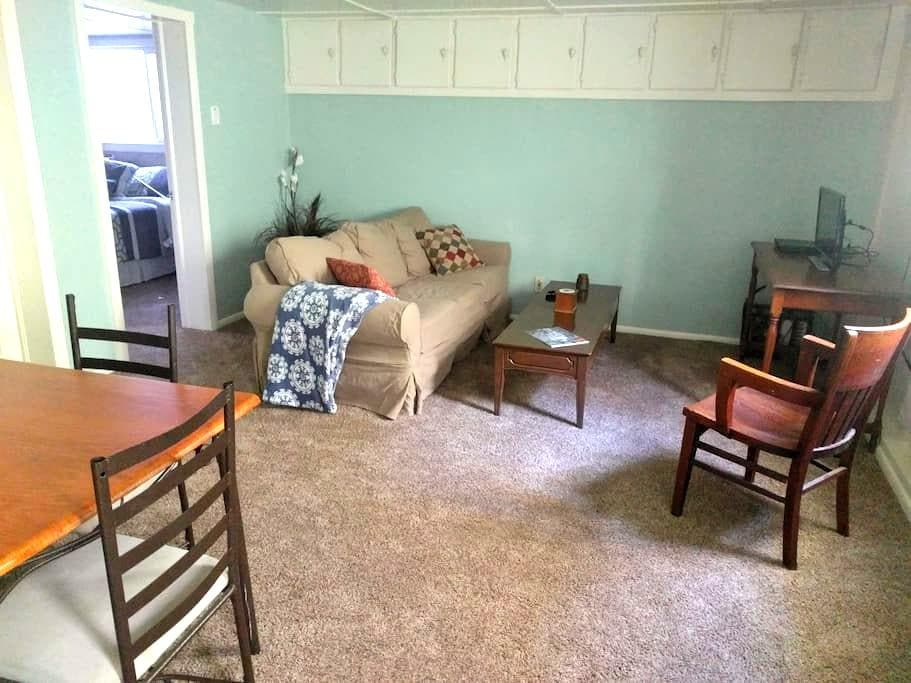 Cozy, Private Full Apartment in Downtown Paonia - Paonia - Apartment