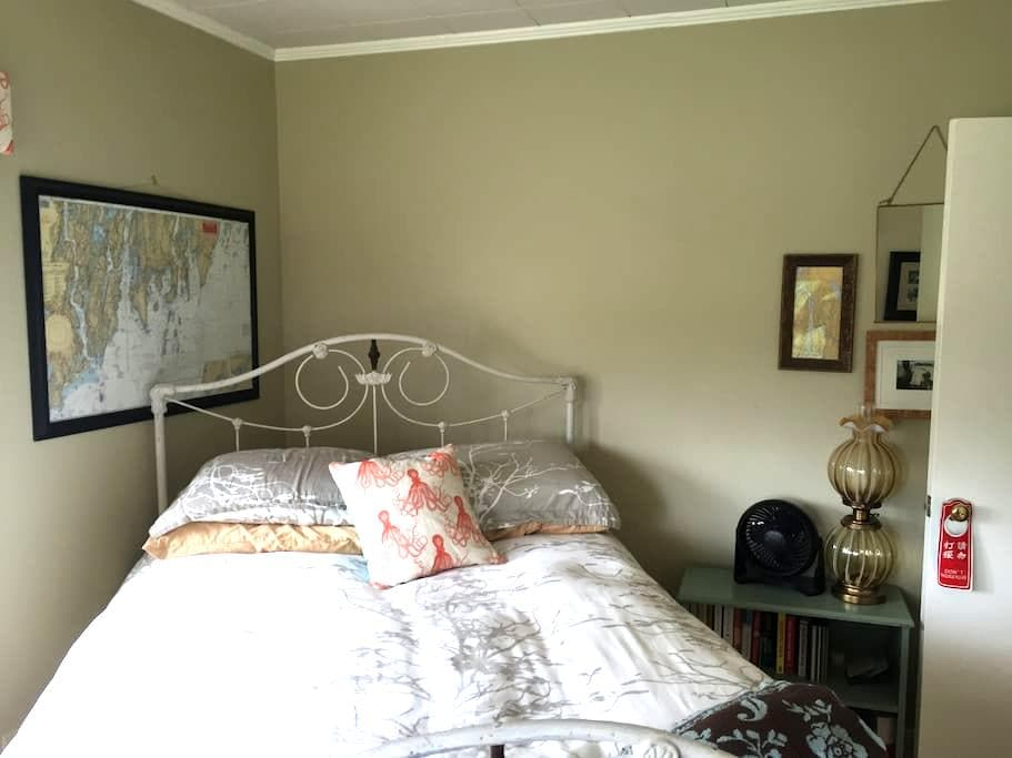 Cozy private room close to UMaine - Orono - Rumah
