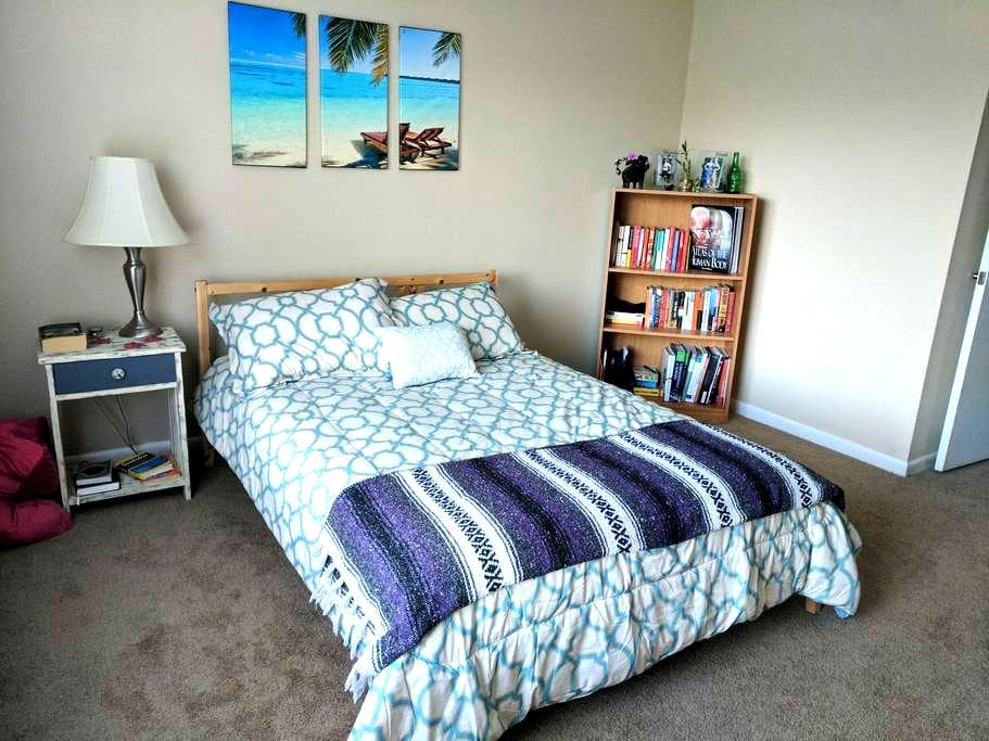 Seahawk Nest - 15 min from the beach & downtown! - Wilmington - Leilighet