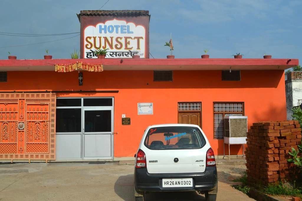 HOTEL SUNSET - Orachha - Гестхаус