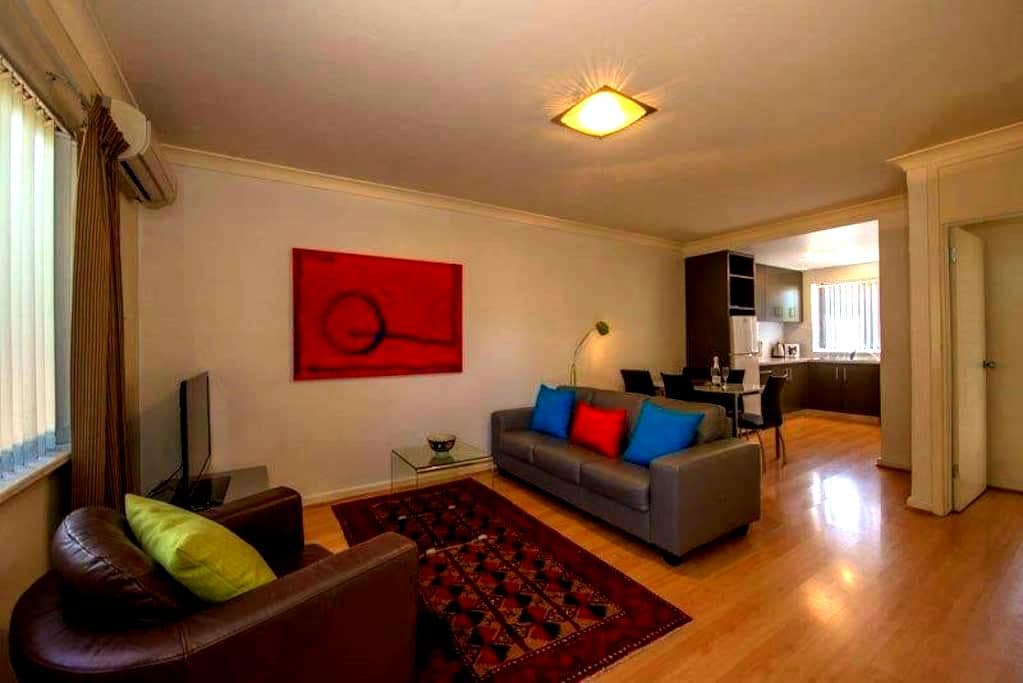 Mt Lawley 2 BR Affordable Luxury Minutes to CBD 3 - Inglewood - Lägenhet