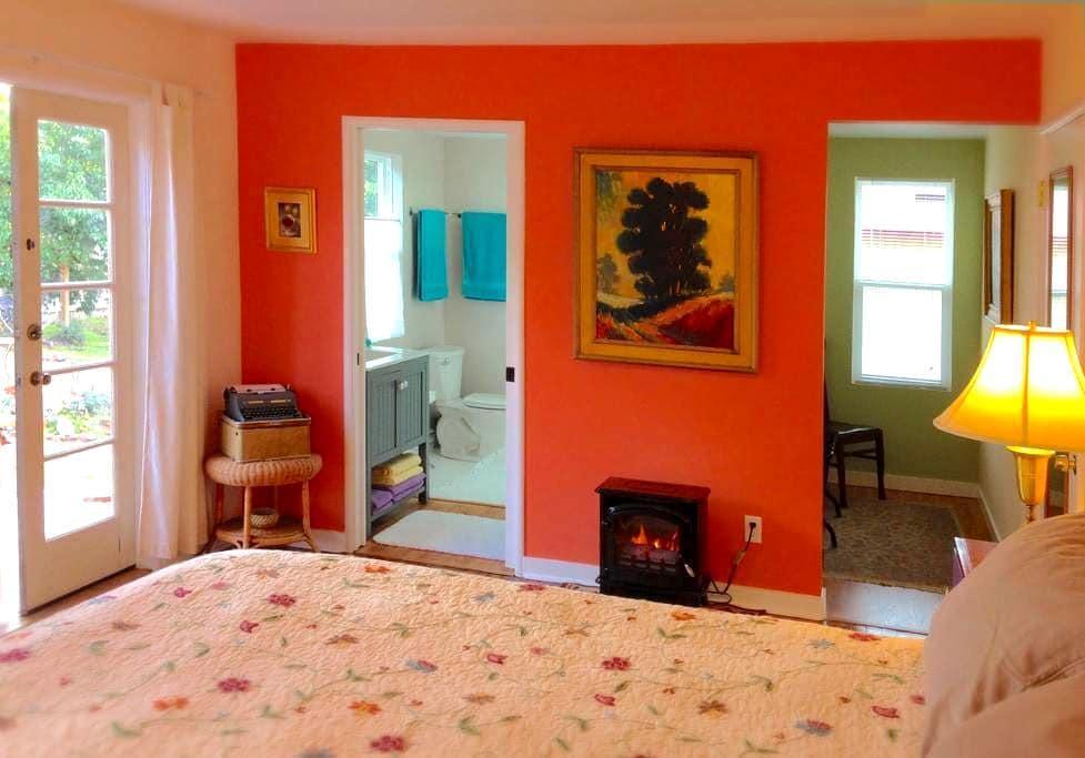 "Tranquil ""Clementine Cottage"" - Monterey - Huis"