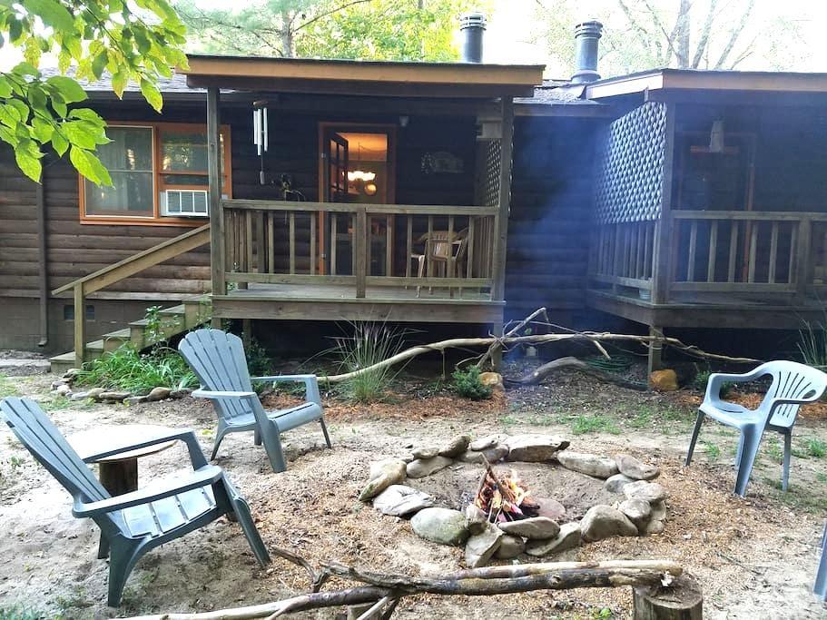 RavenHawk Creekfront at Mountain Hollow log Villas - Otto