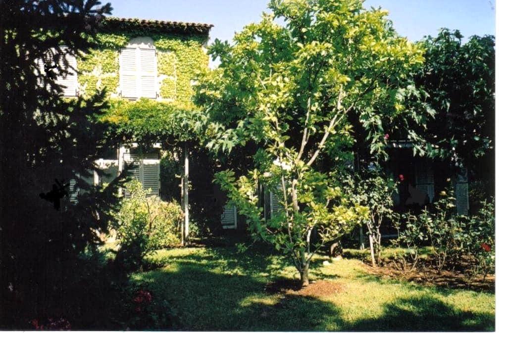 Chambre indép. à 2 pas de la mer - Villeneuve-Loubet - House