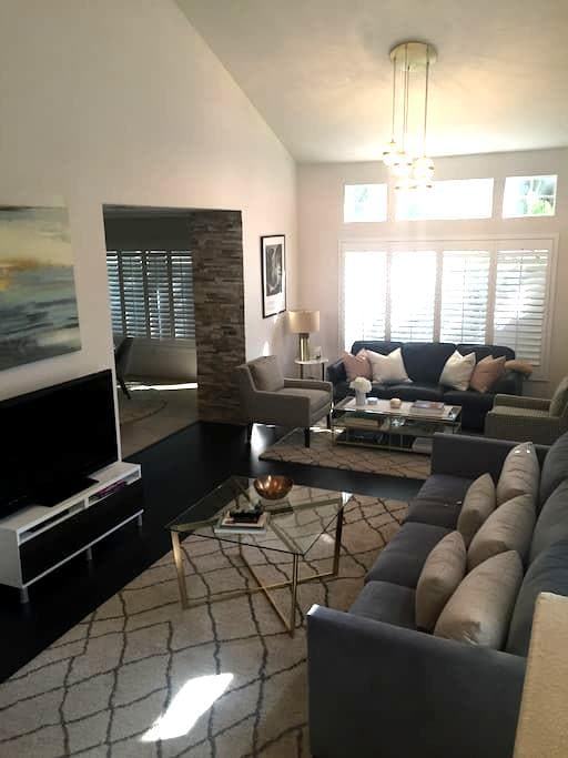 Chic Townhome with Private Master Suite - San Dimas