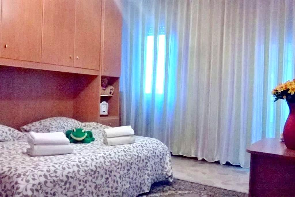 Stanza privata con terrazzo - Cinisello Balsamo - Pis