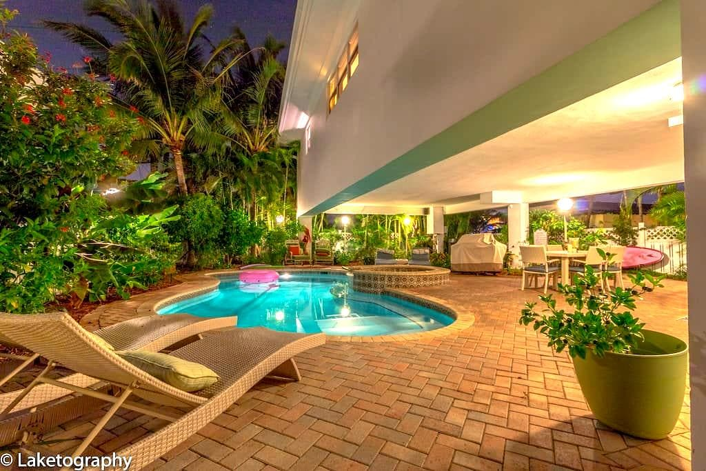 Bee By The Sea Studio 50 steps to beach! - Lauderdale-by-the-Sea