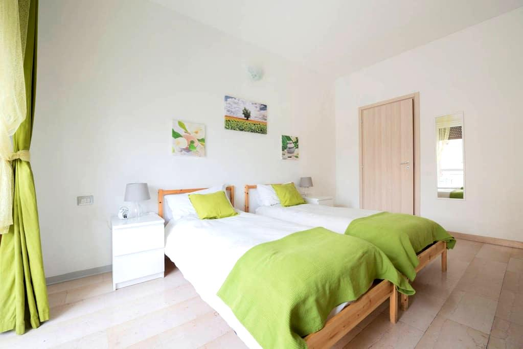 Double/triple room in Red Velvet Guest House - Milaan - Pension