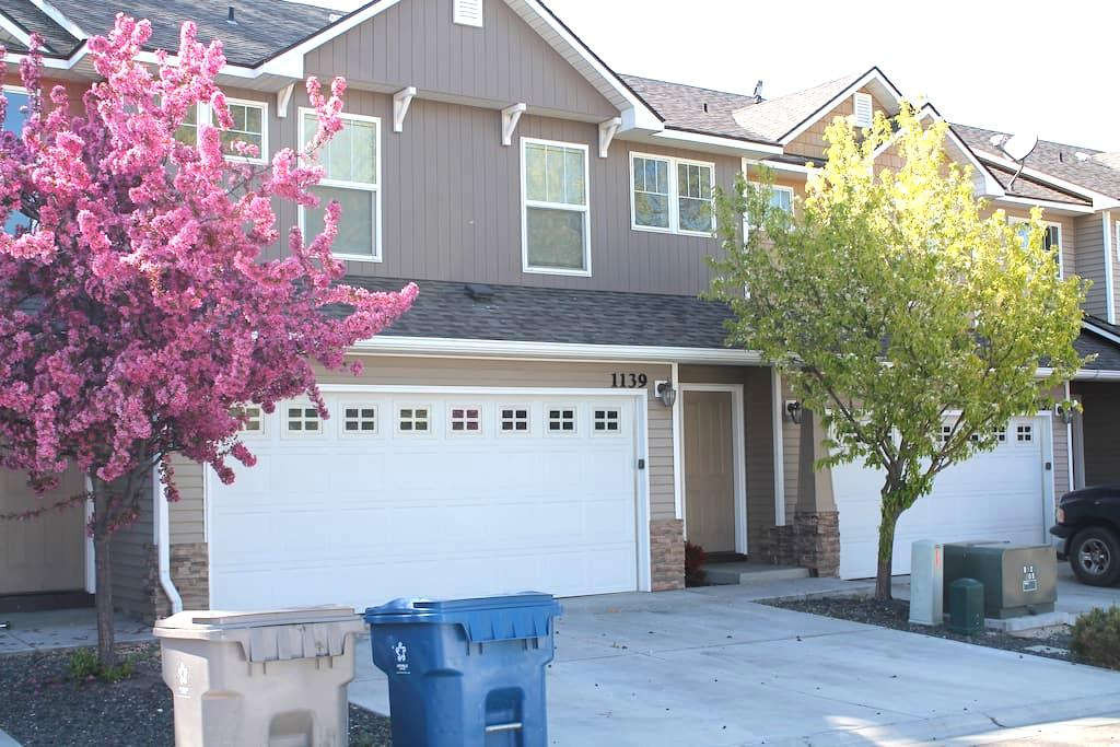 Contemporary Townhome Boise Suburbs - Nampa - House