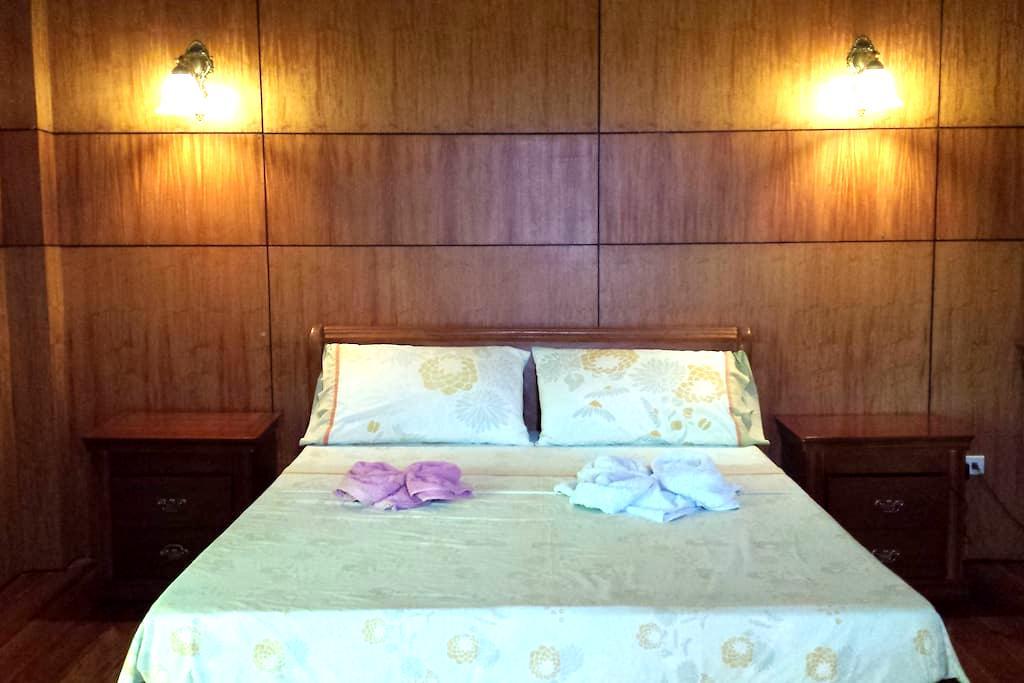 Villa del Carmen B&B Bohol Master Room - Carmen - Bed & Breakfast