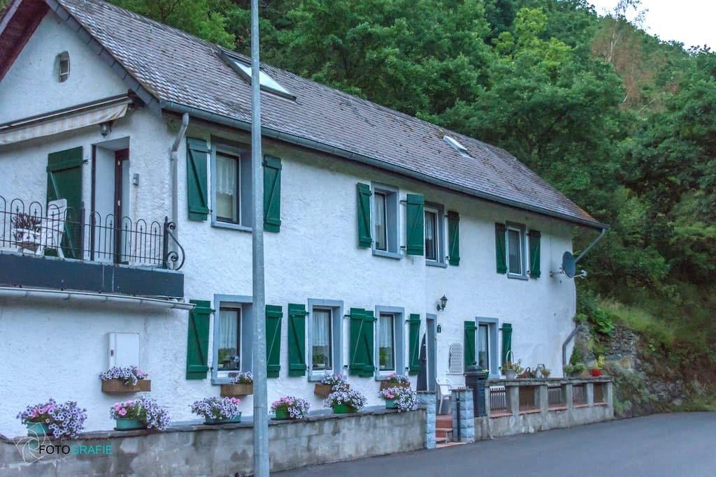 Idyllisch gelegen vankantiehuis - Kautenbach - Haus