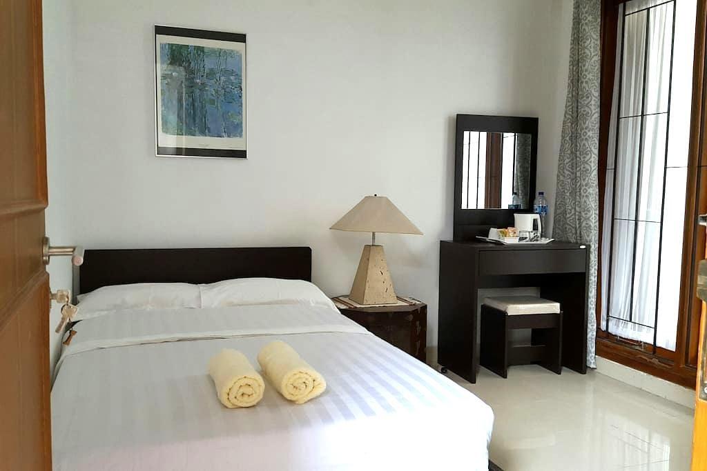 Standard Bedroom at Bojongherang Guesthouse - Kecamatan Cianjur - Bed & Breakfast