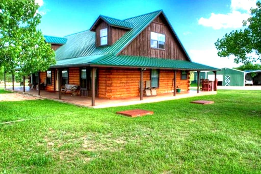 Log Cabin 10 acres Hill Country. Must Love Dogs - Liberty Hill - Cabane