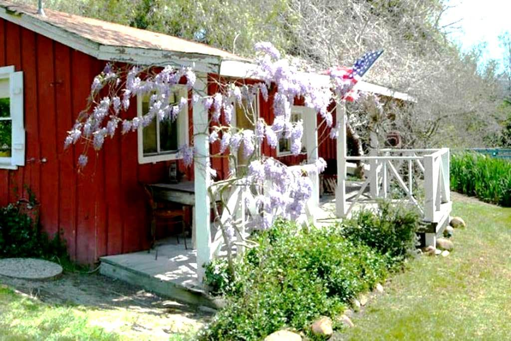 Charming Wine Country Cabin by Pond - Solvang - Stuga