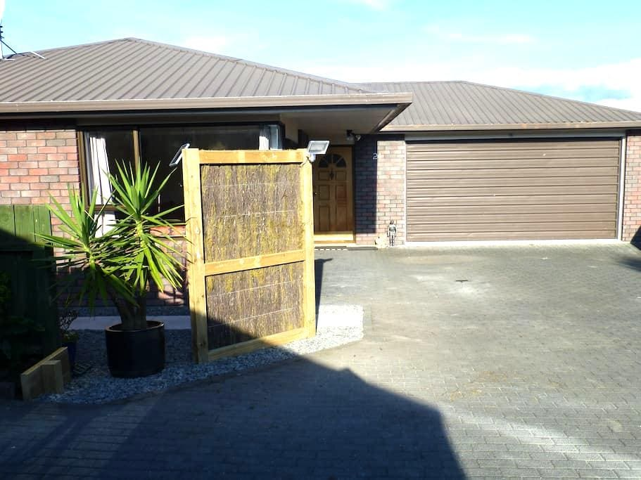 Woodward, close to town - Taupo - Bed & Breakfast