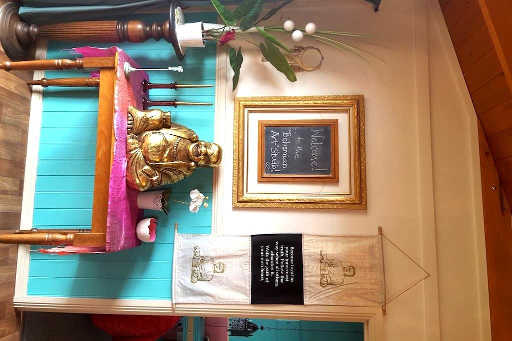 The 'Bohemian Art Studio' - Creswick - Cabin
