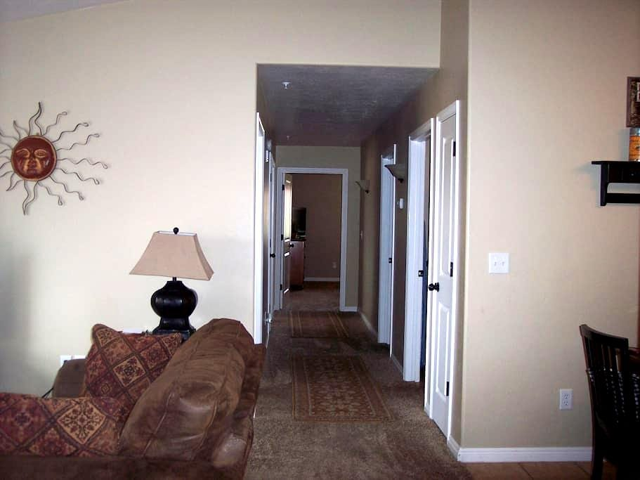 24 Hour Hassle-Free Check-in at Lalo's Way - Moab - Apartment