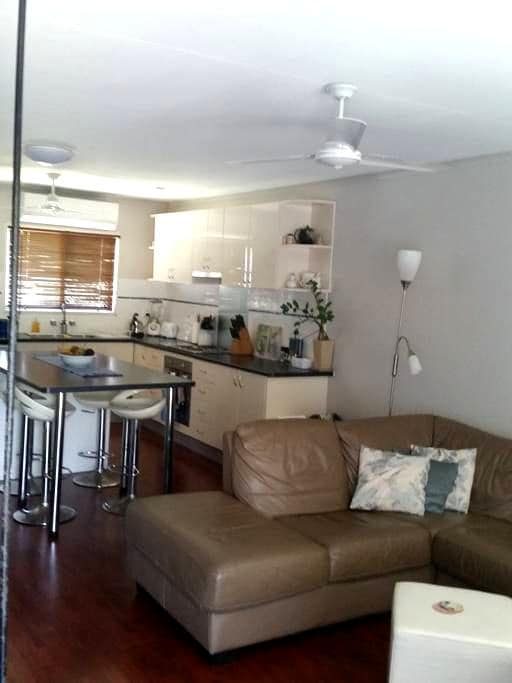 Cheap Cool and Convenient Self-contained Townhouse - Mackay - Townhouse