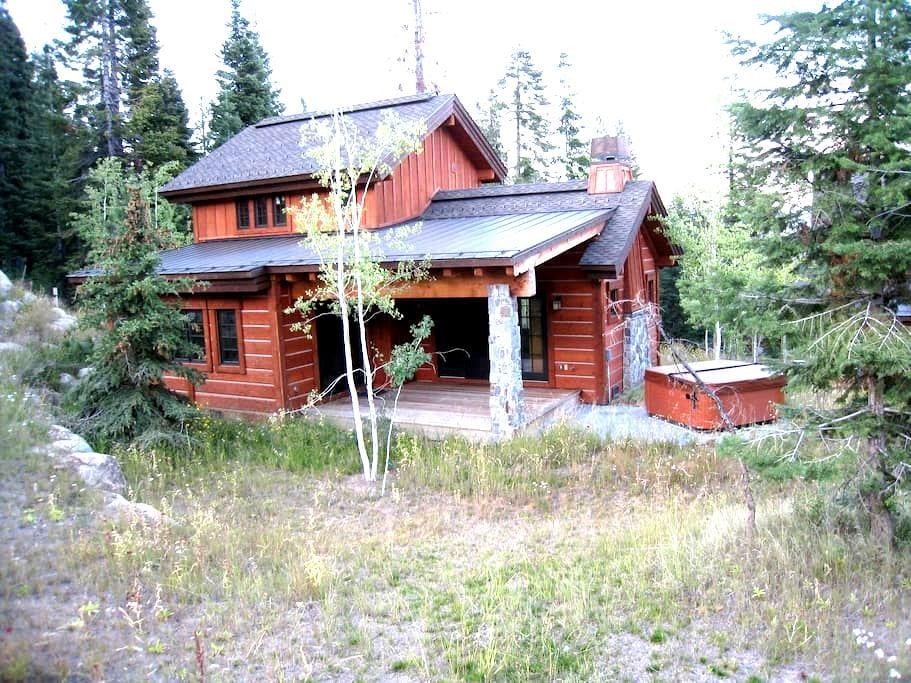 2-Bdr slope side cottage 85 - Donnelly