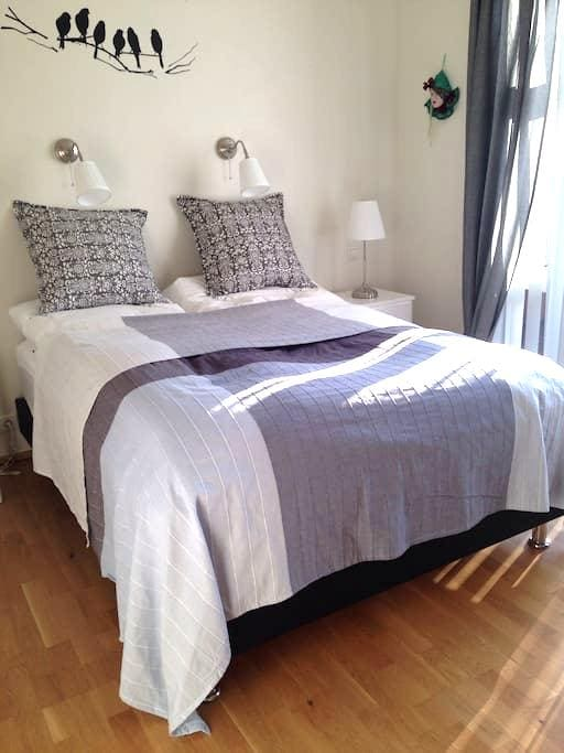 Very nice room 95 km from airport - Hveragerði - Casa