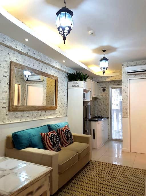 Cozy Vintage Green Bay Apartement - North Jakarta - Byt