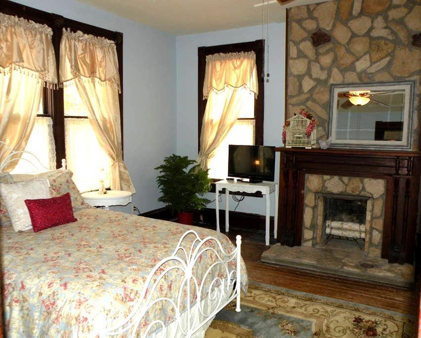 Denton Street Heritage House - Gainesville - Bed & Breakfast