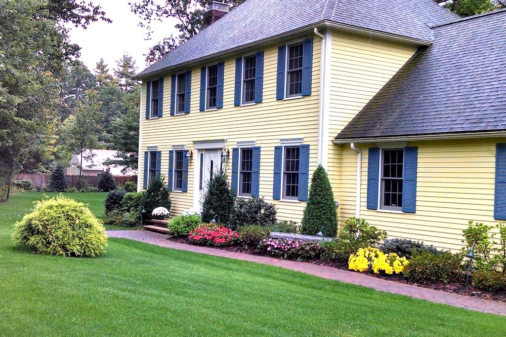 Colonial home west of Boston - Shirley - Hus