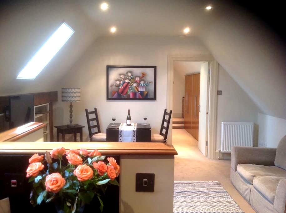 One Bed Apartment in Pretty Village - Fyfield - Apartment