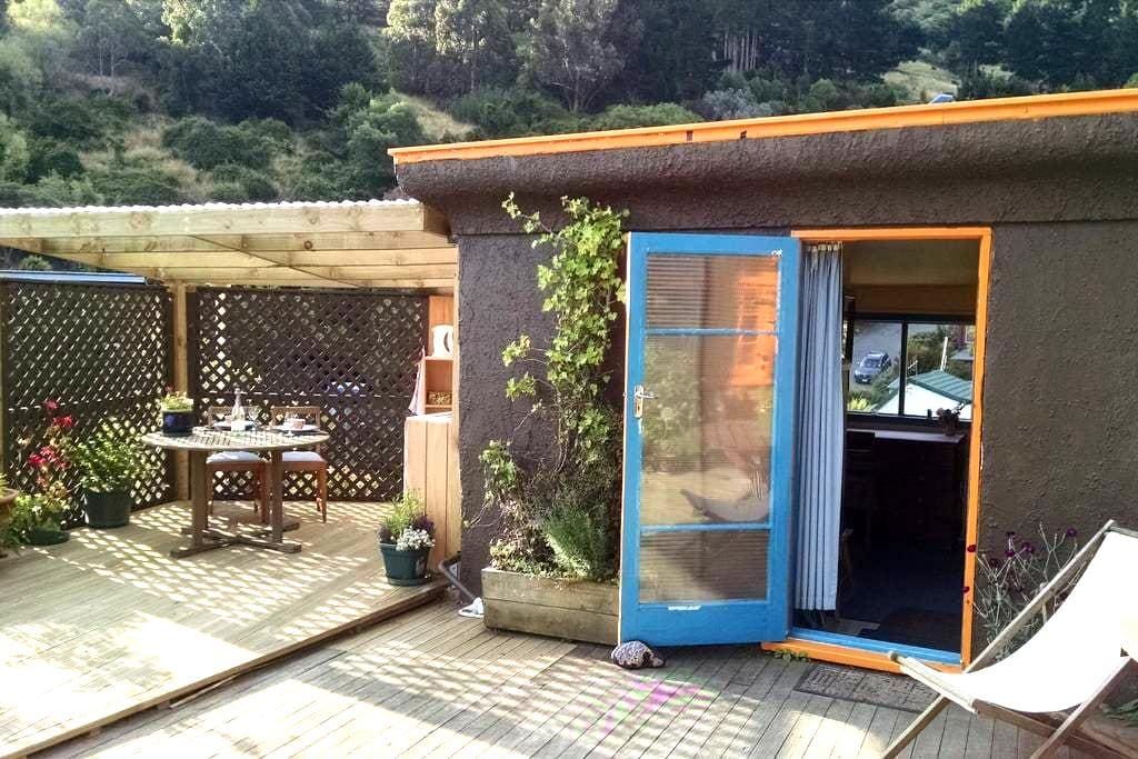 Self contained cabin, with stunning harbour views! - Lyttelton - Stuga