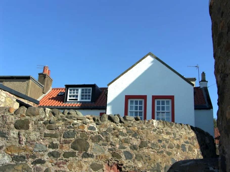 Castaway Holiday Cottage near St Andrews - Lower Largo