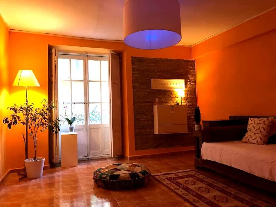 LARG SINGLE  private BED ROOM, SHARED FLAT - València - Appartement