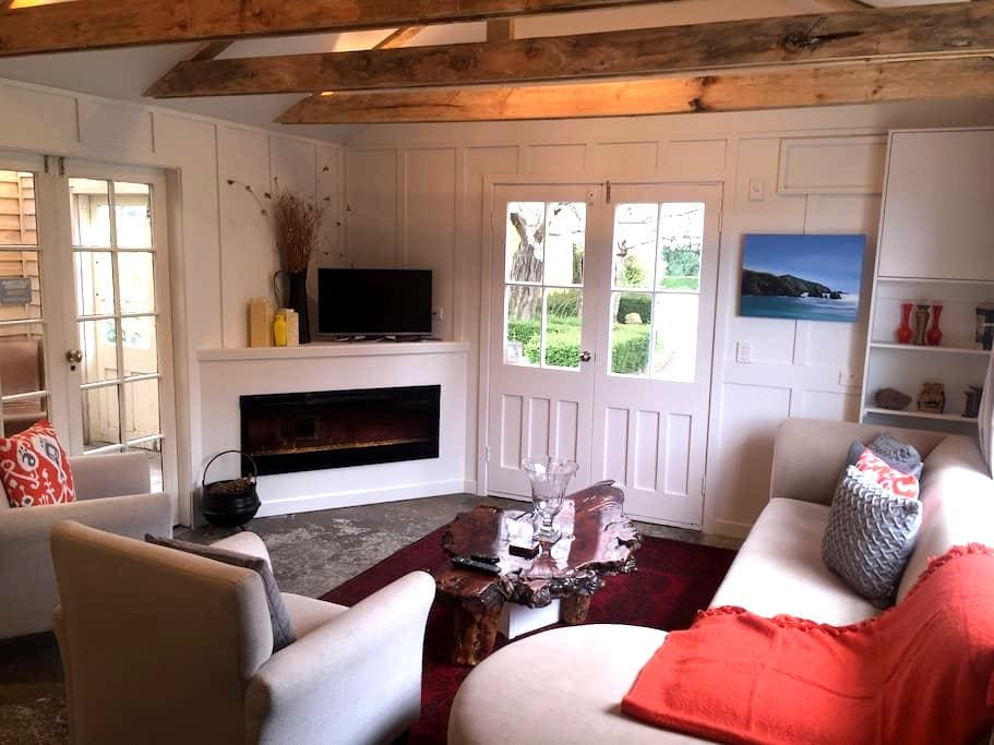 The Historic Boutique Granary- Cleaning Included - Christchurch - Huis