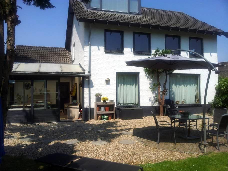 Prachtig groot vrijstaand huis, sauna in tuinhuis - Megen - Casa