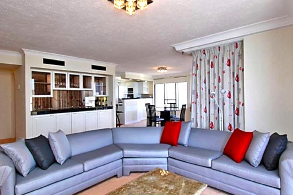 Sub-Penthouse Stunning Ocean Views - Gold Coast - Apartmen