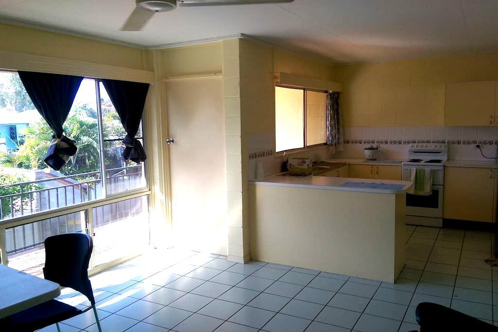 Private room near The Strand n Rock Pool in far NQ - North Ward - Apartament