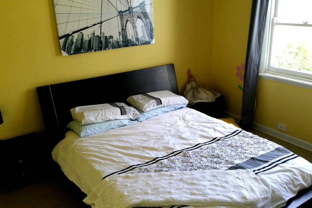 Simple life on Albert Street - Port Fairy - Casa