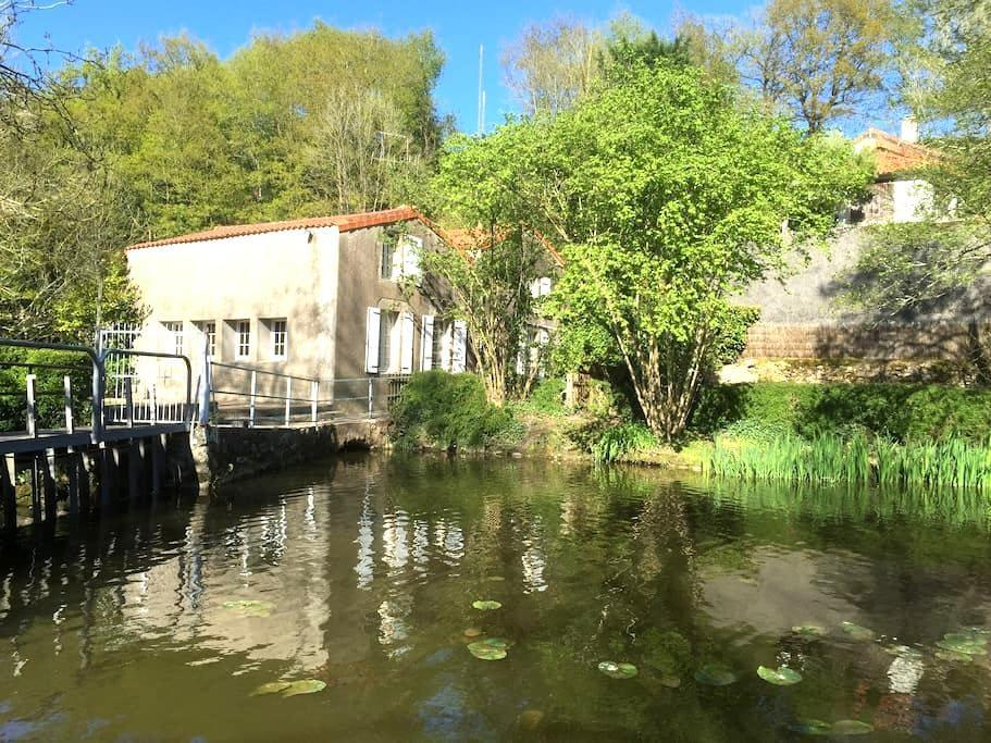 Moulin du 14ème à 15 minutes du PUY du FOU - Treize-Vents - Casa