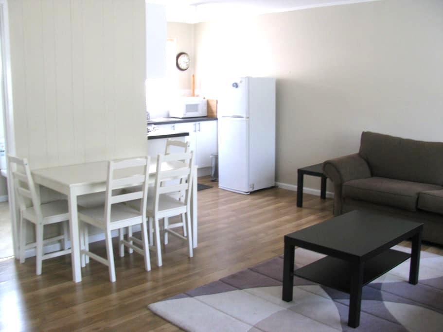 Akora Flats - Flat 1 (2br) - Metung - Appartement