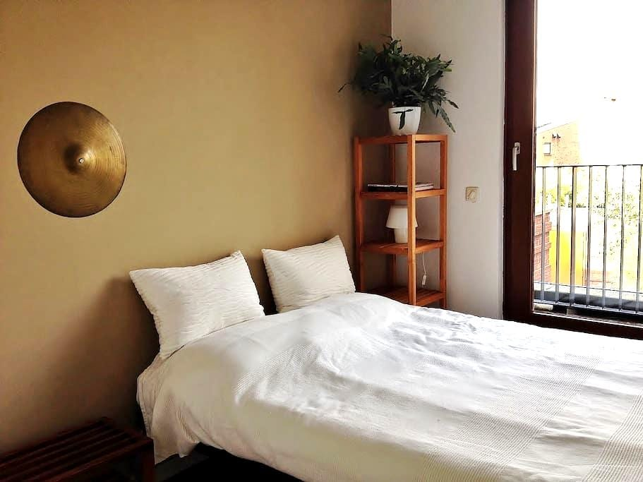 Cosy room with breakfast near airport and Strijp-S - Eindhoven - Casa