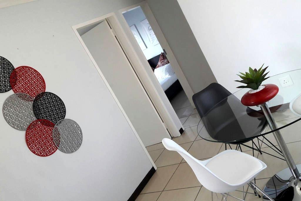 Oryx Apartment Rentals - เซนตูเรียน