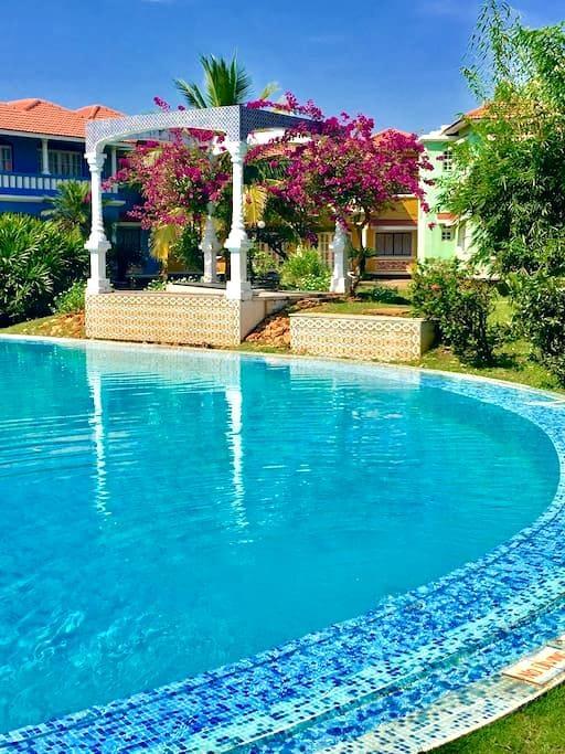 Beachside Studio wit pool & gardens - Goa