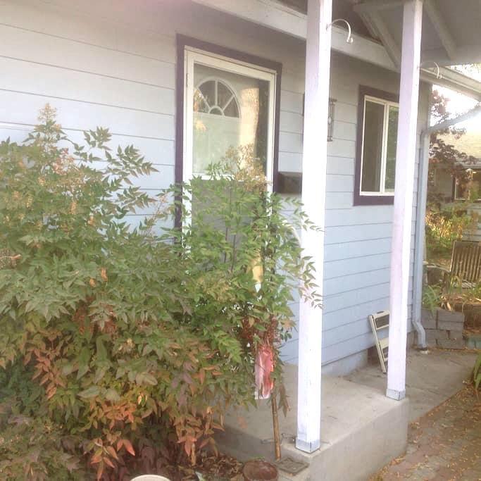Charming Studio Cottage near U of O - Eugene
