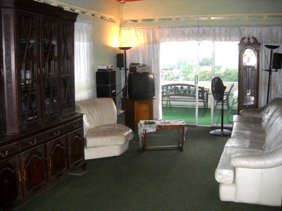 Sando Place Room2 - San Fernando - Casa