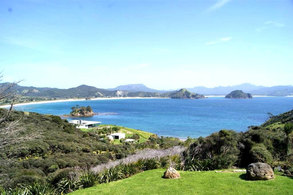 Stunning Shark Alley - Great Barrier Island - Guesthouse